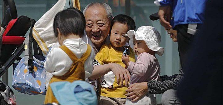 Le vieillissement accéléré de sa population menace-t-il la place future de la Chine sur la scène internationale ? © Le Monde